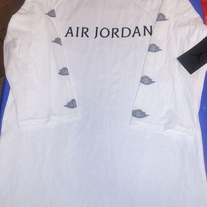Air Jordan 3 Quarter Sleeve Shirt. New. Men's